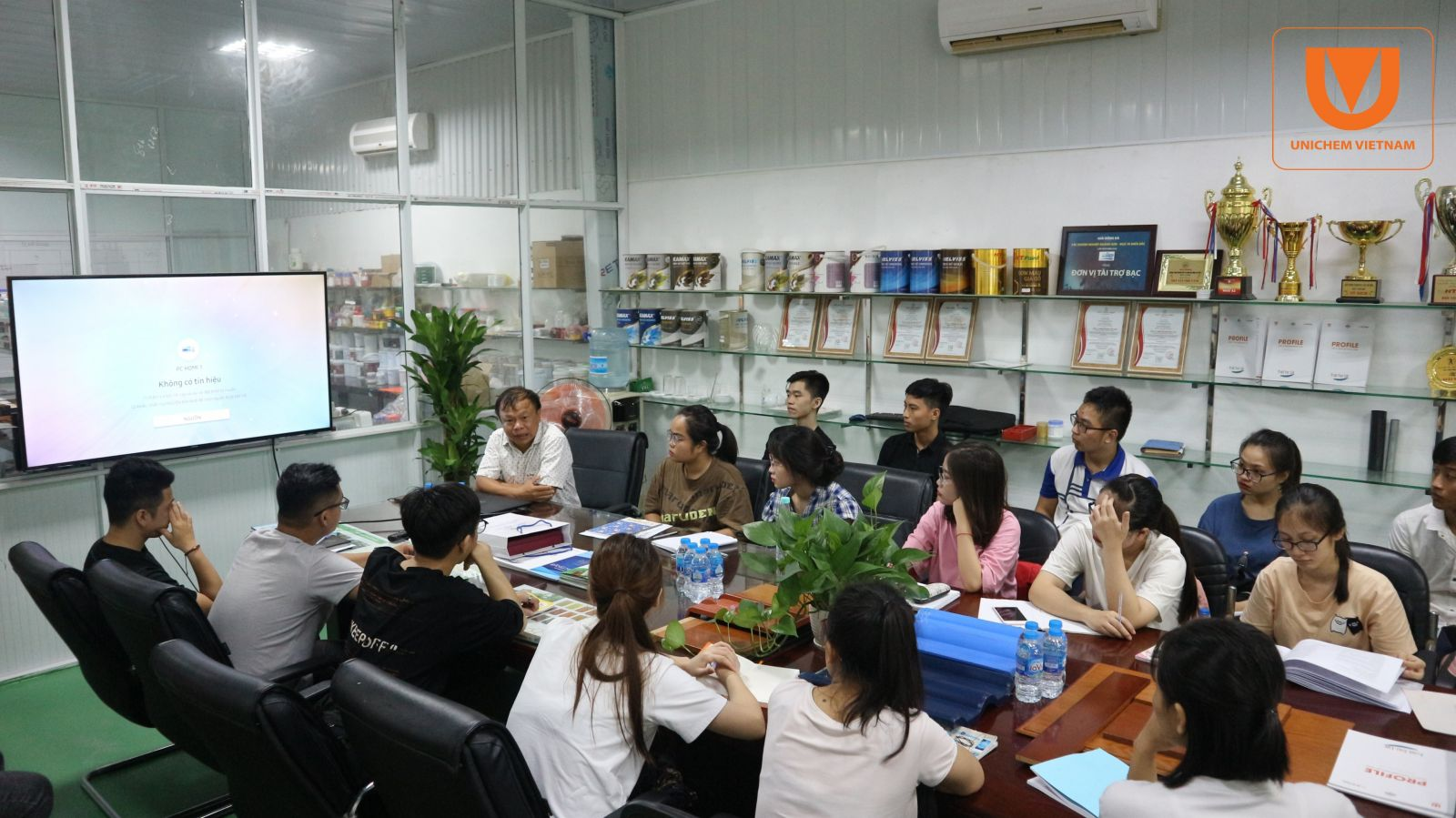 Sinh viên Trường Đại học Khoa học tự nhiên tới thực tập tại Unichem Việt Nam